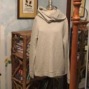 Cozy NWT sweatshirt with pockets